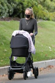 Sophie Turner Out with Her Daughter in Los Angeles 2020/11/16 7