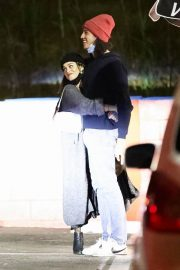 Vanessa Hudgens and Cole Tucker Out for Dinner in Los Angeles 2020/11/22 1