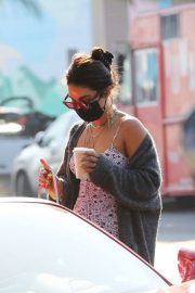 Vanessa Hudgens and GG Magree Out for Coffee in Los Feliz 2020/11/21 6