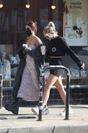Vanessa Hudgens and GG Magree Out for Coffee in Los Feliz 2020/11/21 9
