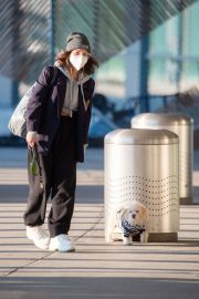 Vanessa Hudgens with Her Dog at JFK Airport in New York 2020/11/16 5