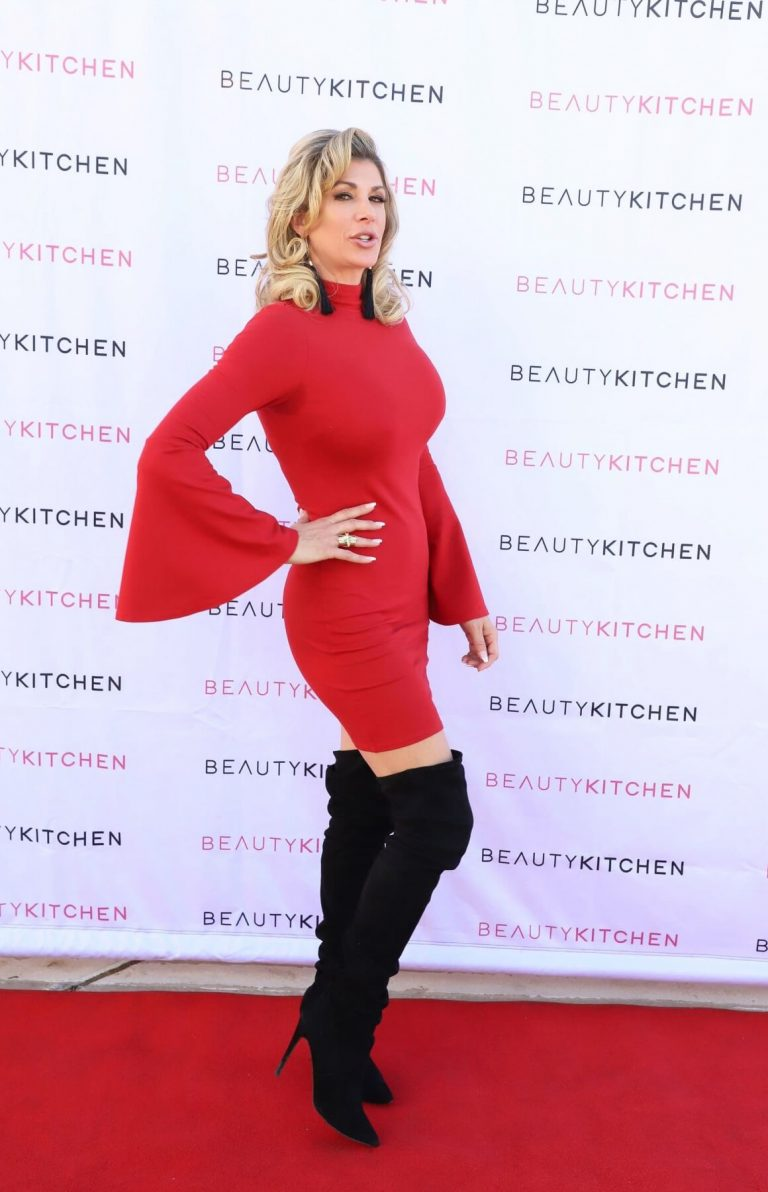 Alexis Bellino Hosts Sleigh the Holidays in Boulder City 12/05/2020 8