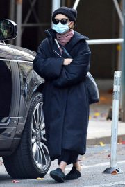 Ashley Olsen om Long Overcoat Out and About in New York 11/29/2020 1
