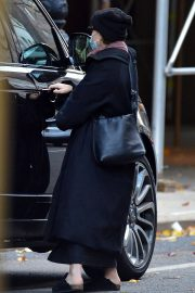 Ashley Olsen om Long Overcoat Out and About in New York 11/29/2020 5