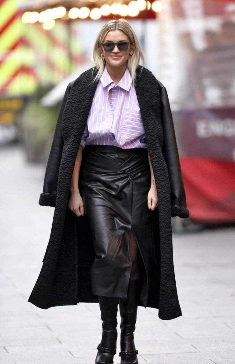 Ashley Roberts in Black Long Overcoat Arrives at Heart Radio in London 12/04/2020 1