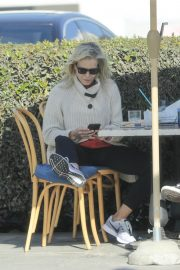 Chelsea Handler Out for Lunch at Blue Plate Oysterette in Santa Monica 11/24/2020 2