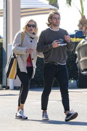 Chelsea Handler Out for Lunch at Blue Plate Oysterette in Santa Monica 11/24/2020 4