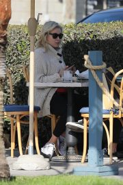 Chelsea Handler Out for Lunch at Blue Plate Oysterette in Santa Monica 11/24/2020 5