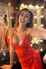Chloe Veitch flashes her cleavage - Instagram Photos 11/30/2020 1