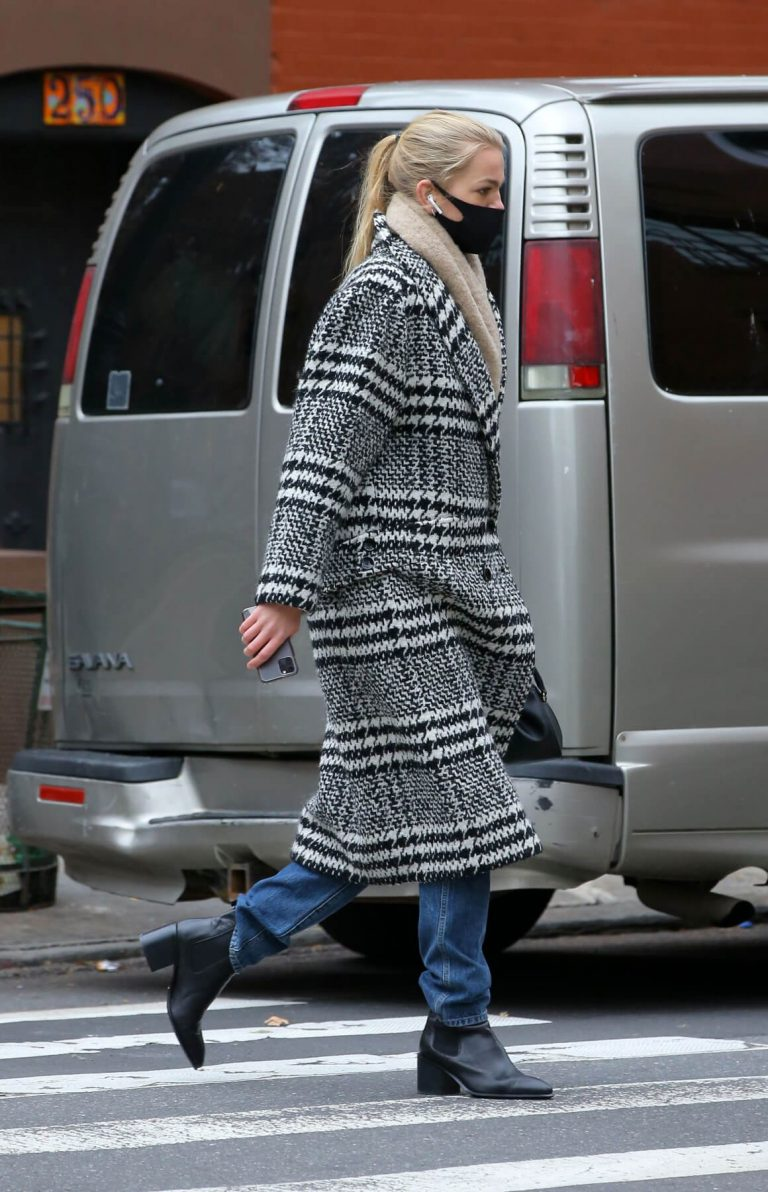 Daphne Groeneveld seen Long Coat after leaves for Lunch in New York 12/02/2020 5