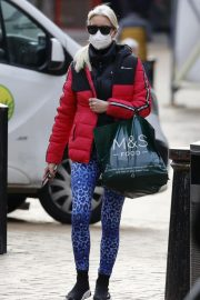 Denise van Outen in Double Puffer Jacket Out Shopping in Chelmsford 11/24/2020 1