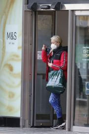 Denise van Outen in Double Puffer Jacket Out Shopping in Chelmsford 11/24/2020 3
