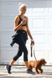 Devon Windsor flashes her abs Out with her Dog in Miami 11/24/2020 3
