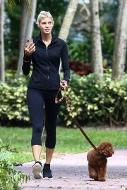 Devon Windsor flashes her abs Out with her Dog in Miami 11/24/2020 6