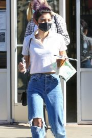 Dixie D'Amelio Out for Coffee on Melrose Ave in West Hollywood 12/04/2020 1