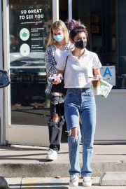 Dixie D'Amelio Out for Coffee on Melrose Ave in West Hollywood 12/04/2020 6