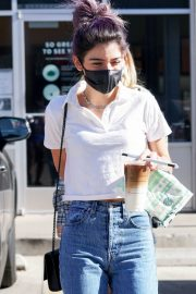 Dixie D'Amelio Out for Coffee on Melrose Ave in West Hollywood 12/04/2020 9