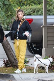 Elisabetta Canalis walks with Her Dog in Los Angeles 12/02/2020 1
