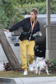 Elisabetta Canalis walks with Her Dog in Los Angeles 12/02/2020 3