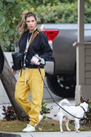 Elisabetta Canalis walks with Her Dog in Los Angeles 12/02/2020 4