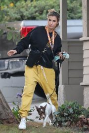 Elisabetta Canalis walks with Her Dog in Los Angeles 12/02/2020 5