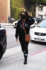 Eva Longoria seen Black Outfit and Wearing a Mask Out in Los Angeles 11/23/2020 2
