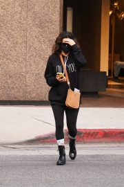 Eva Longoria seen Black Outfit and Wearing a Mask Out in Los Angeles 11/23/2020 3