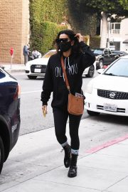 Eva Longoria seen Black Outfit and Wearing a Mask Out in Los Angeles 11/23/2020 5