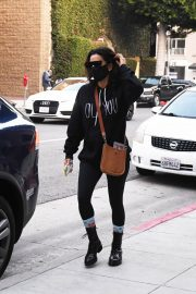 Eva Longoria seen Black Outfit and Wearing a Mask Out in Los Angeles 11/23/2020 6