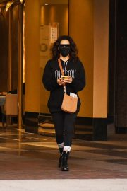 Eva Longoria seen Black Outfit and Wearing a Mask Out in Los Angeles 11/23/2020 7