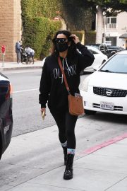 Eva Longoria seen Black Outfit and Wearing a Mask Out in Los Angeles 11/23/2020 10