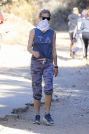 Gwyneth Paltrow and Brad Falchuk Out Hiking in Los Angeles 12/05/2020 4