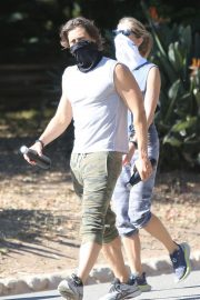 Gwyneth Paltrow and Brad Falchuk Out Hiking in Los Angeles 12/05/2020 5