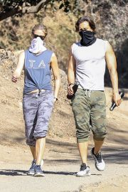 Gwyneth Paltrow and Brad Falchuk Out Hiking in Los Angeles 12/05/2020 7