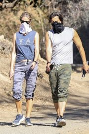 Gwyneth Paltrow and Brad Falchuk Out Hiking in Los Angeles 12/05/2020 9