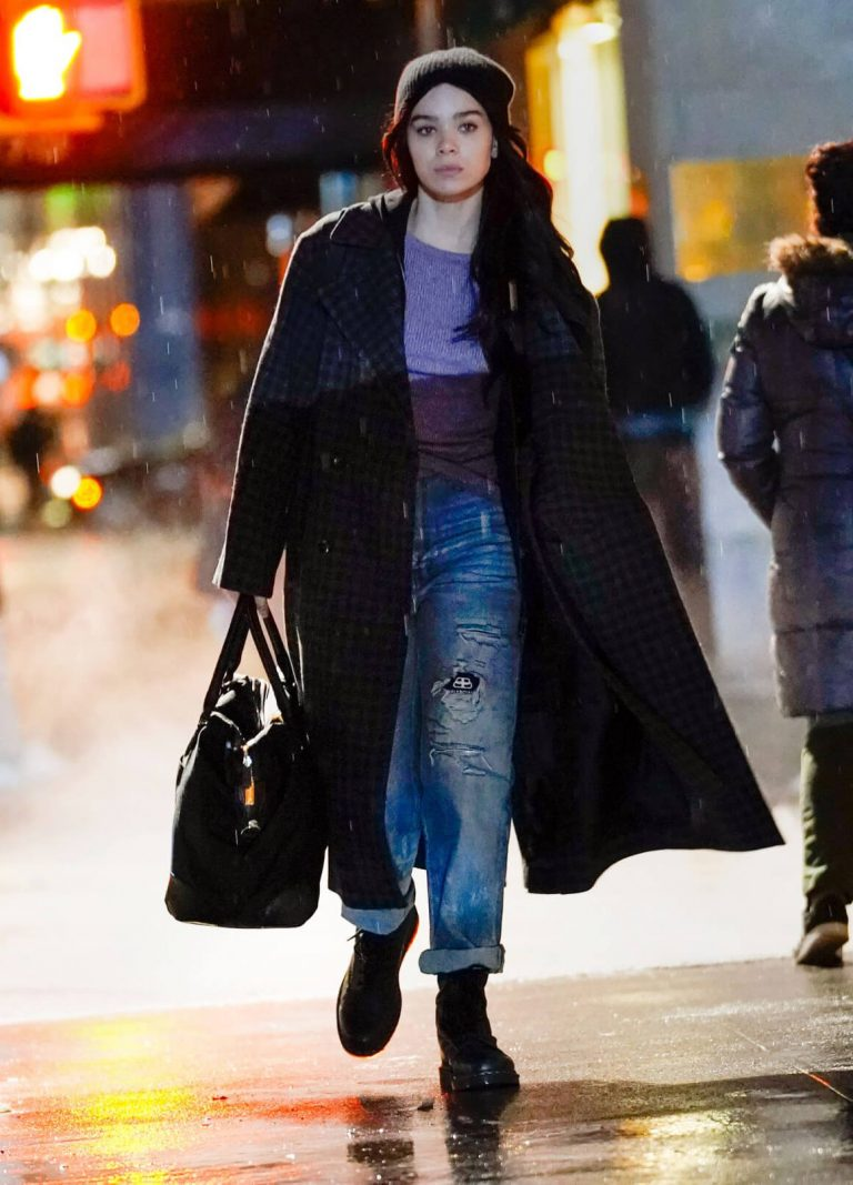 Hailee Steinfeld on the Set of Hawkeye in New York 12/04/2020 8