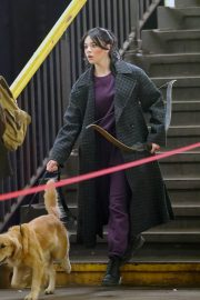 Hailee Steinfeld with dog on the Set of Hawkeye in New York 12/02/2020 2