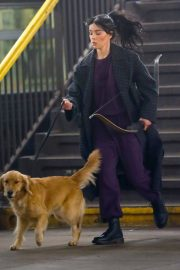 Hailee Steinfeld with dog on the Set of Hawkeye in New York 12/02/2020 7