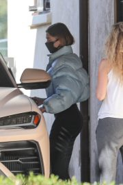 Hailey Baldwin Bieber Leaves Private Pilates Class in Los Angeles 11/25/2020 7