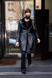 Hailey Baldwin seen in Fully Black Outfit goes for Her Apartment in New York 12/01/2020 1