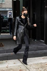 Hailey Baldwin seen in Fully Black Outfit goes for Her Apartment in New York 12/01/2020 2