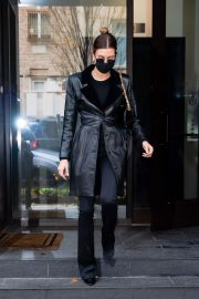 Hailey Baldwin seen in Fully Black Outfit goes for Her Apartment in New York 12/01/2020 7