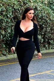 Holly Henderson flashes her cleavages in black Outfit out for Brunch 12/04/2020 4