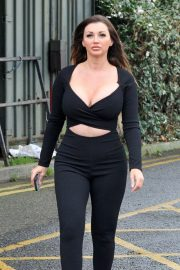 Holly Henderson flashes her cleavages in black Outfit out for Brunch 12/04/2020 9