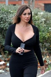 Holly Henderson flashes her cleavages in black Outfit out for Brunch 12/04/2020 10