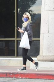 Holly Madison in Sweatshirt with Tights Out Shopping in Los Angeles 11/22/2020 4