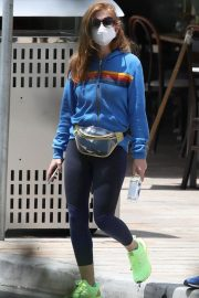 Isla Fisher with her husband Sacha Baron Cohen Out for Breakfast in Sydney 11/24/2020 5