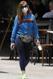 Isla Fisher with her husband Sacha Baron Cohen Out for Breakfast in Sydney 11/24/2020 6