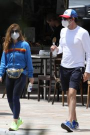 Isla Fisher with her husband Sacha Baron Cohen Out for Breakfast in Sydney 11/24/2020 7