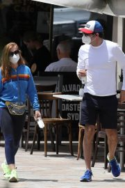 Isla Fisher with her husband Sacha Baron Cohen Out for Breakfast in Sydney 11/24/2020 11